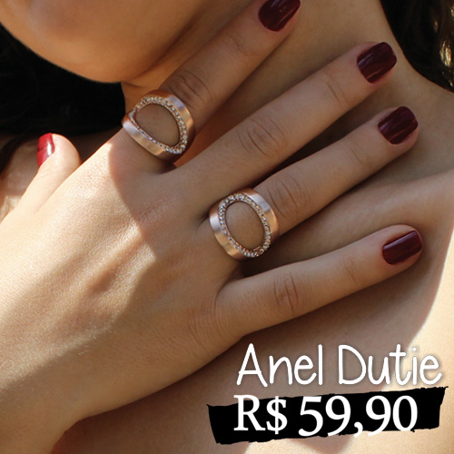 Anel Dutie - Anel de acabamento escovado, com banho rosê e strass. Por seu formato diferenciado, agrega modernidade e sofisticação. Altura 2cm.